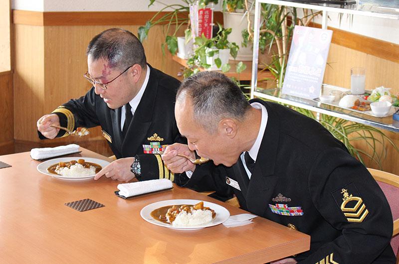 大湊海自カレーレトルト完成報告会